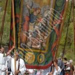 Montorio in Valle - processione con lo stendardo di San Michele