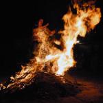 Barisciano, (AQ)  salti sul fuoco di San Giovanni, giugno 2015