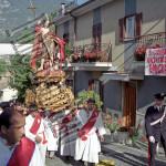 San Giovanni aiuta gli emigrati, 1994