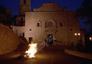 Ortona dei Marsi (AQ), fuoco di San Giovanni, 1999.
