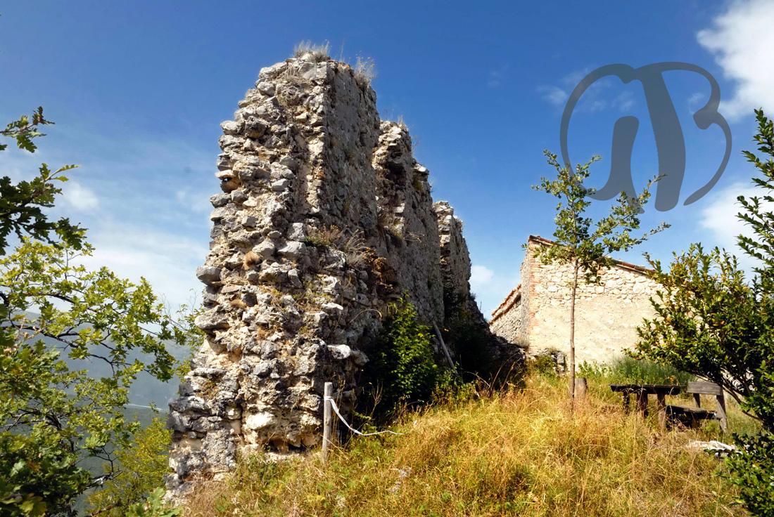 Ruderi del castello di Pagliara, IX  sec., presso Isola del Gran Sasso
