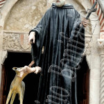 Assergi (AQ), Processione. Il santo ordina al lupo di non sbranare un bimbo