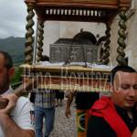 Assergi (AQ), processione con l'urna reliquiario di San Franco.