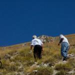 Salita sul monte San Franco, verso l'eremo dove sgorga l'acqua santa.