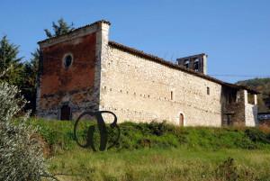 Chiesa di S. Lucia nel borgo  S. Lucia di Isola del Gran Sasso (TE) .