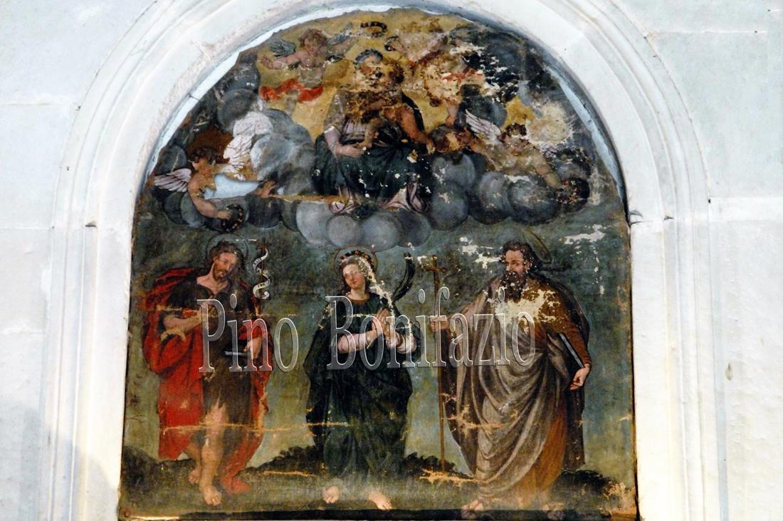 Santa Colomba  tra San Pietro e San Giovanni Battista ed in alto  Madonna con Bambino in una schiera di angeli. Tela di fine '500 inizio '600