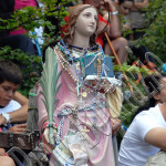 Statua di S. Colomba con  coroncine ed offerte