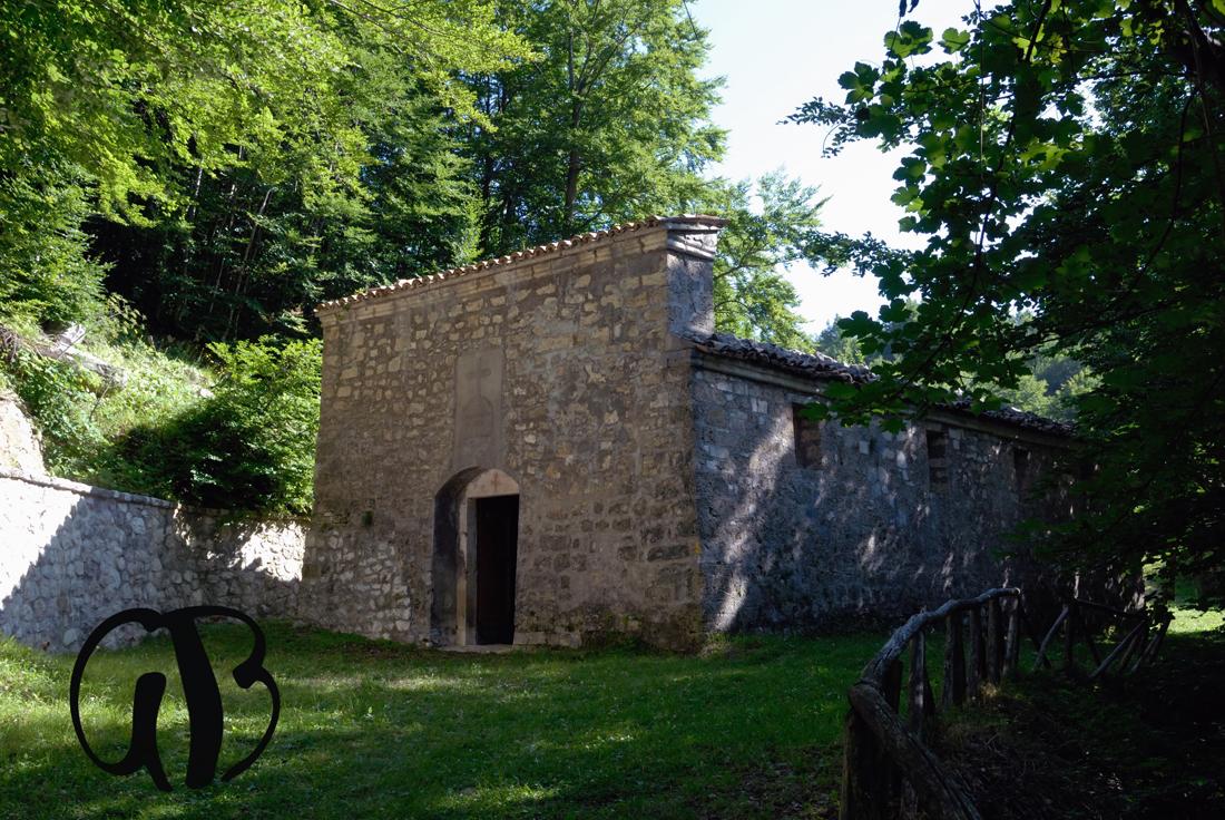L'eremo di San Nicola sopra la frazione di Casale San Nicola (TE).