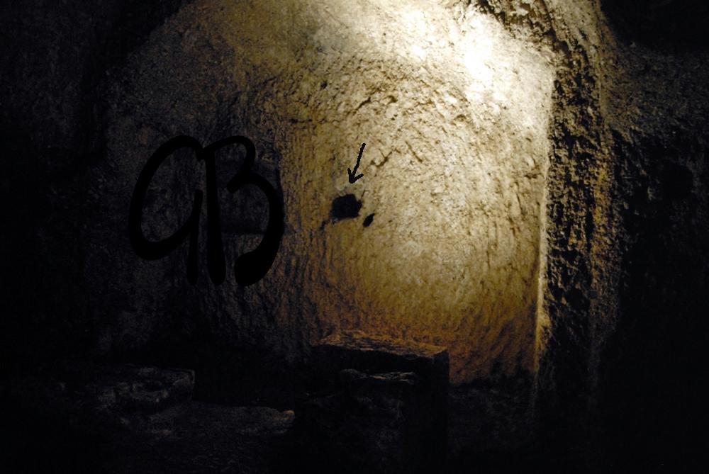 San Vittorino (AQ) catacomba con cavità litoterapica  per il mal di testa