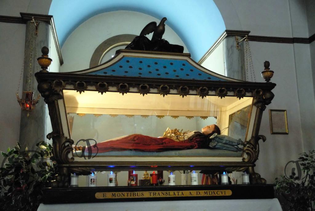 Urna di Santa Colomba nella chiesa di S. Donato di Pretara