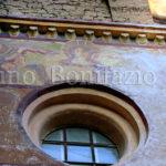 Sacro Speco-il cornicione con la serie di mensole dai volti apotropaici