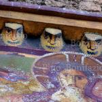 Subiaco - Sacro Speco, volti apotropaici al di sopra del roset