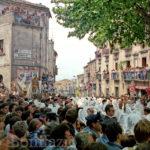 Guardia Sanframondi 1989  I battenti incontrano l'effigie della Madonna