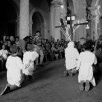 Guardia Sanframondi 1996 -  disciplinanti del rione Portella nel santuario