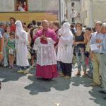 Guardia Sanframondi 2003 -il vescovo tra i penitenti