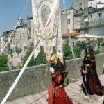 Guardia Sanframondi 2003-gonfalone del rione Portella