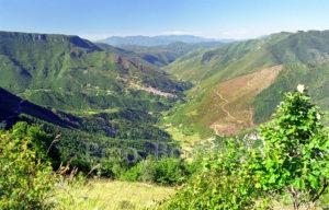 La valle del Simbrivio con il paese di vallepietra in fondo